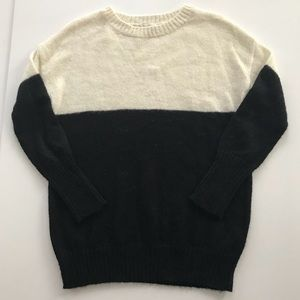 GAP black and white colorblock sweater
